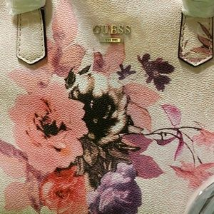 Brand New Beautiful Guess Bag w Floral Design NWT NWT